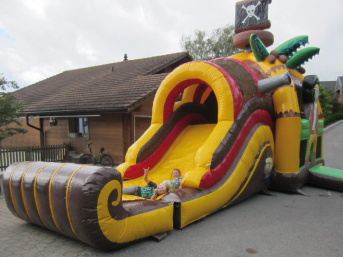 Hüpfburg Pirat Fun Park