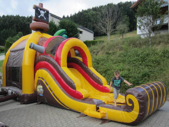 Hüpfburg Pirat Fun Park 1