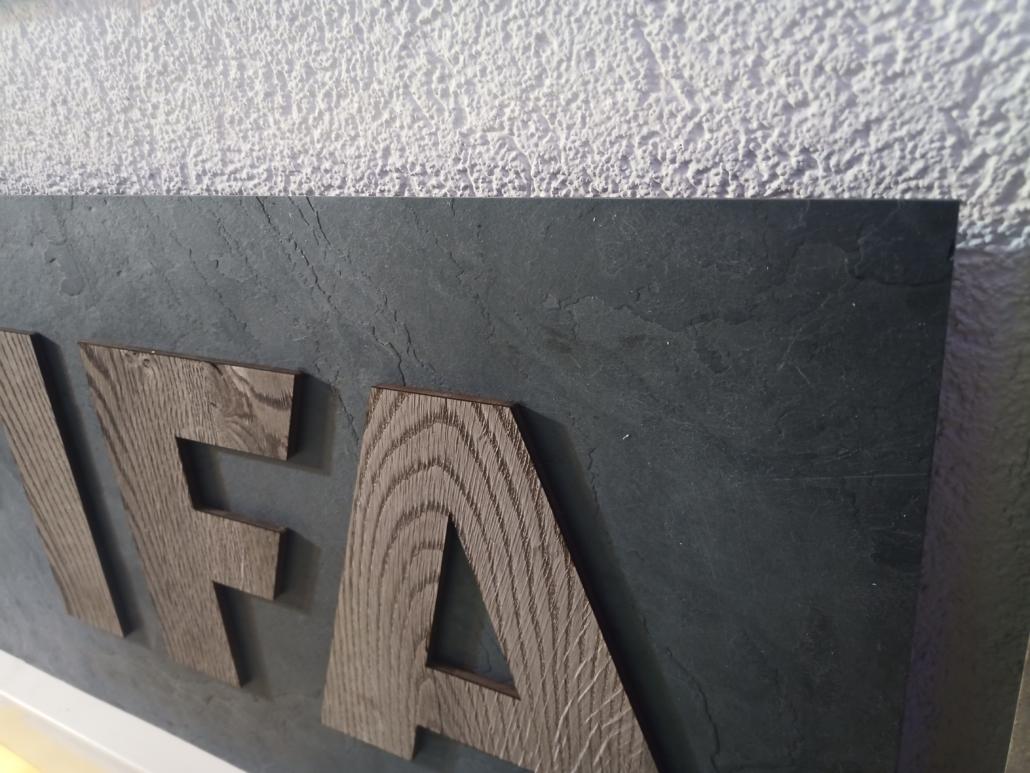 RZB Gefrästes Echtholzfurnier auf Echtstein-Verbundplatte